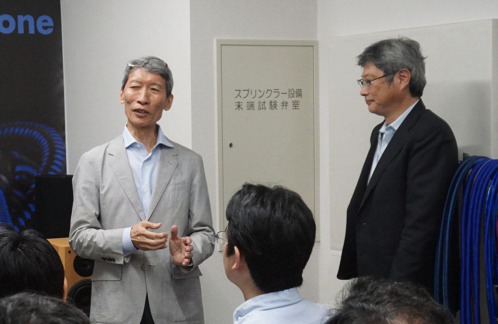 画像: イベント中に潮晴男さんが乱入(?)し、WE-4700の魅力を解説してくれた