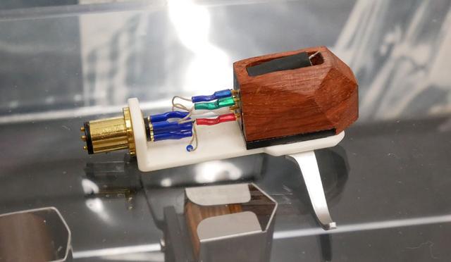 画像: ▲木製ハウジングのカートリッジ「EX1」