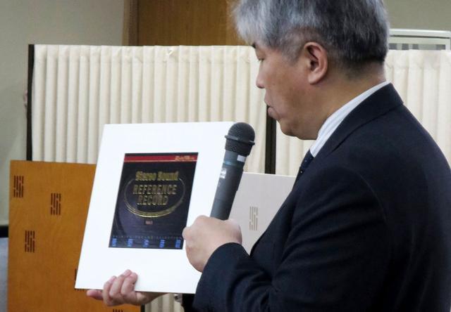 画像: ▲三浦先生は再生したカートリッジとLP、それぞれの魅力を詳細に解説された