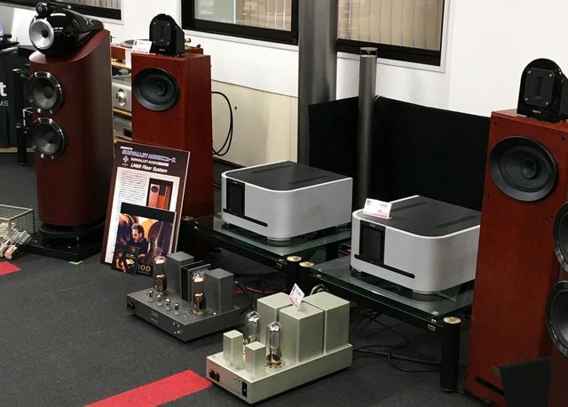画像: ▲手前に見えるのがパワーアンプ「SV-S1628D」と845ブースターアンプ「SV-284D」