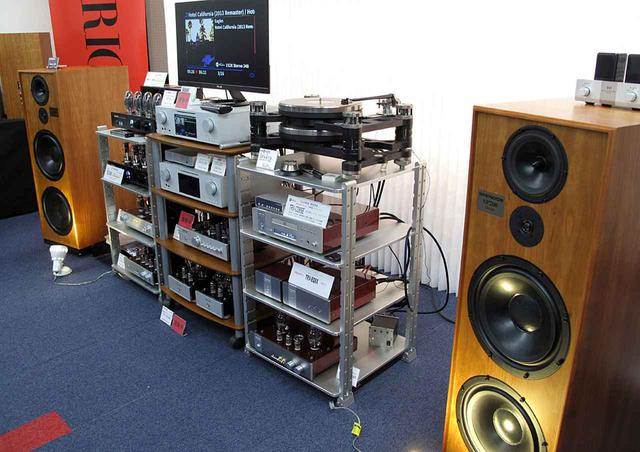 画像: ▲ラック手前中段が今秋発売予定のCDプレーヤー「TRV-CD6SE」とフォノイコライザー「TRV-EQ8X」