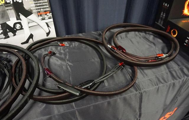 画像1: ディーアンドエムホールディングスが、新製品展示会を開催。オーディオクエストの最上級ケーブル「Dragon ZERO+Dragon BASS Bi-Wire Combination」は3mペアで¥8,320,000