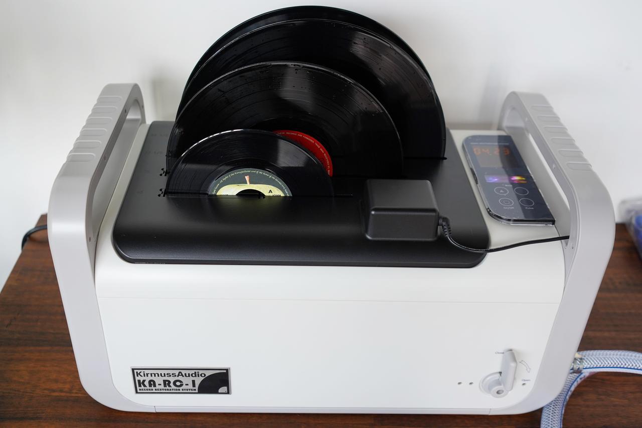 画像: カーマス・オーディオ のKA-RC-1超音波式レコード洗浄システム。その効果を体験するとこれなしではいられなくなる!? 詳しくはこちら www.sound-tec.com