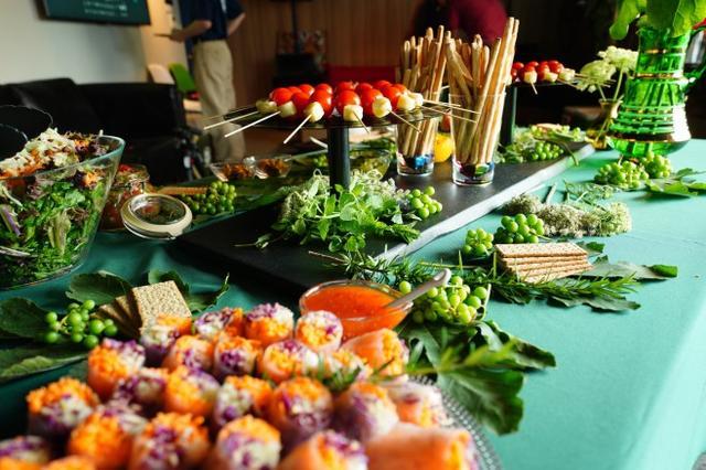 画像: Yorozu Farmは、山口県山口市にあるFARMERS DELL。はじめからおわりまでを大切に、野菜作りから加工まで手がけているとのこと。 加工で使う野菜はすべて自分達で作っています。写真は前回のイベントの模様 詳しくはこちら www.sound-tec.com