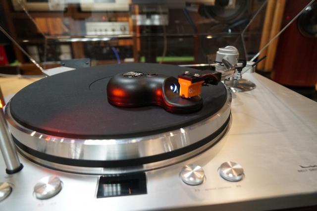 画像: ドイツの針先クリーナー フラックス・ハイファイ社のSONIC。縦、横、斜めの3次元の振動で洗浄するしくみ 詳しくはこちら www.sound-tec.com