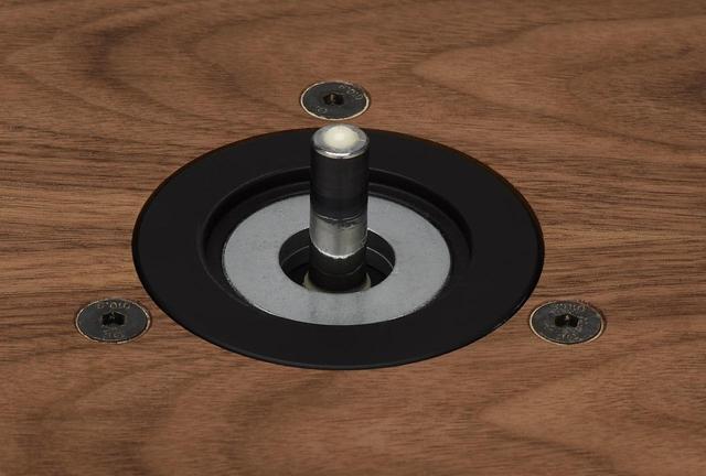 画像: スピンドルの軸受け部にはセラミックボールが使われ、マグネットフローティングの逆スピンドル構造とすることで軸受けの負荷を減少させる。