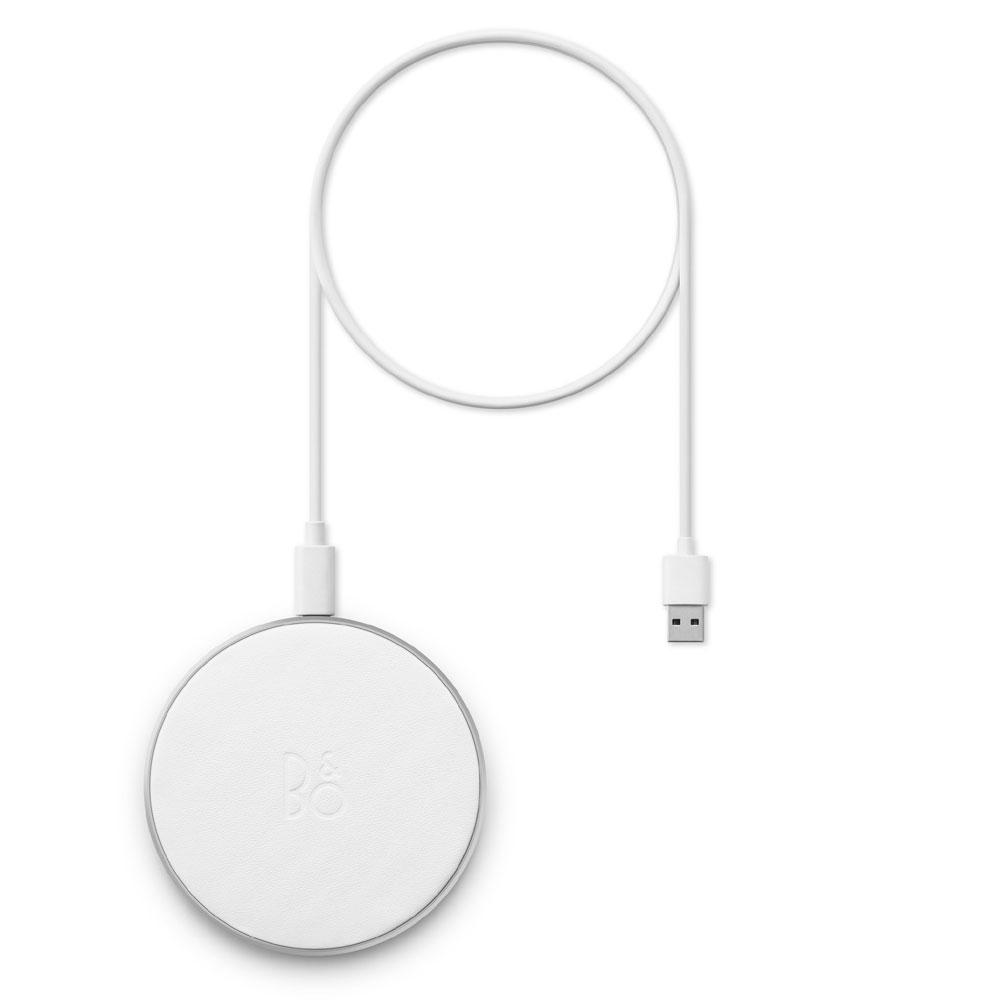 画像: 本体と同色のワイヤレス充電パッド「Beoplay Charging Pad Motion White」