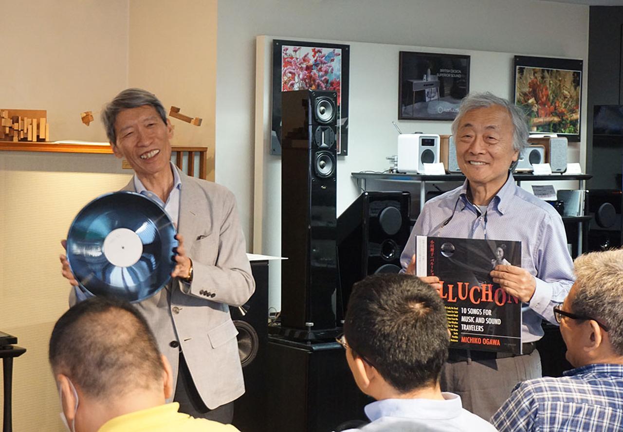 """画像1: """"どっちが好みかは、自分の耳で確認を!"""" 学芸大学のホーム商会で、『Balluchon/小川理子』LPレコード発売記念イベントが開催。78回転盤の音にみんな仰天!"""
