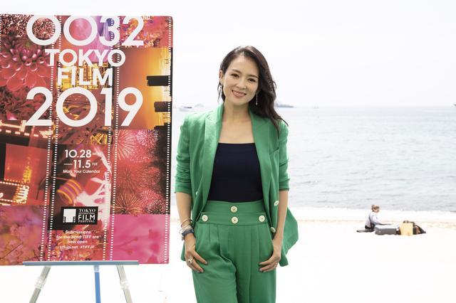 画像: 2019年10月28日(月)~11月5日(火)に行われる第32回東京国際映画祭で、ツィイーがコンペティション部門の審査委員長に決定した。発表の際、「初めて東京に来たのは、長編映画のデビュー作ともに、中国から旅に出た若い俳優の時でした。『初恋のきた道』への歓迎の温かさにとても感動し、日本が映画制作に込める愛情と情熱を直に目の当たりにしたことを覚えています」とコメントしている