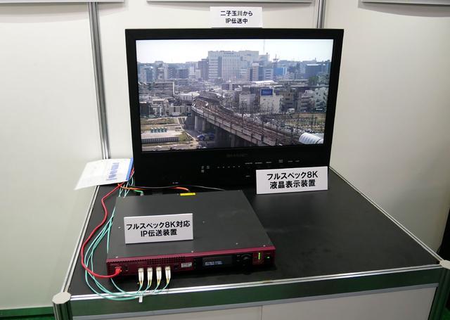 画像: ▲31.5型の8K液晶モニター。8K/120pのHDR映像の表示が可能