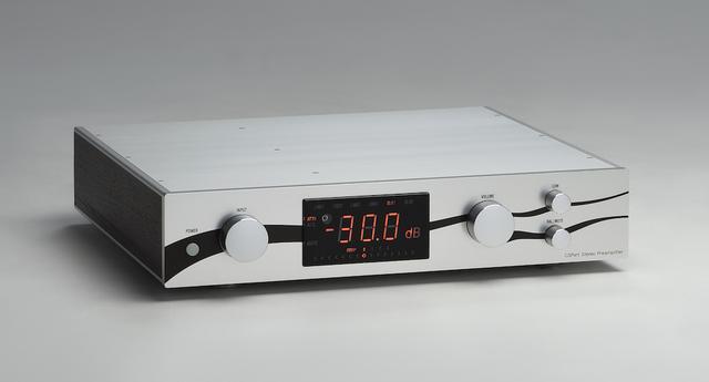 画像: Preamplifier CSポート C3PR ¥1,500,000(税別) ●入力端子: LINE6系統(RCAアンバランス×4、XLRバランス×2) ●出力端子:4系統(RCAアンバランス×2、XLRバランス×2) ●入力インピーダンス:7kΩ以上 ●出力インピーダンス:50Ω以下 ●使用真空管:C3g×4 ●寸法/重量:W470×H90×D400mm/14kg ●問合せ先:CSポート(株)☎076(461)4188