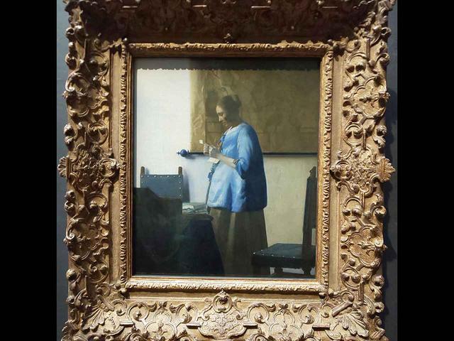 画像: 『手紙を読む青衣の女』。フェルメールの青は「フェルメール・ブルー」と呼ばれる