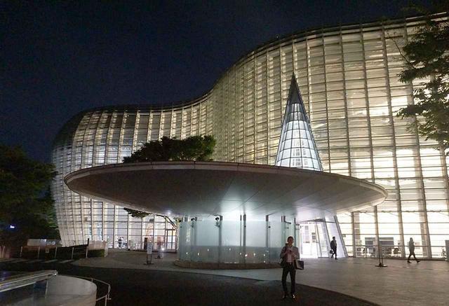 画像: 今回の発表会は、The Art of Essence(家電をアートに)をテーマに、国立新美術館で開催された