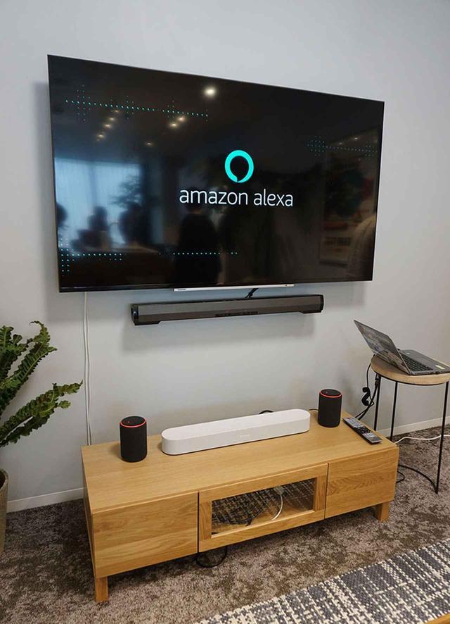 画像: 「Amazon Alexaおうちラボ」には、Alexaで音声操作できるテレビやバースピーカーなども置かれている