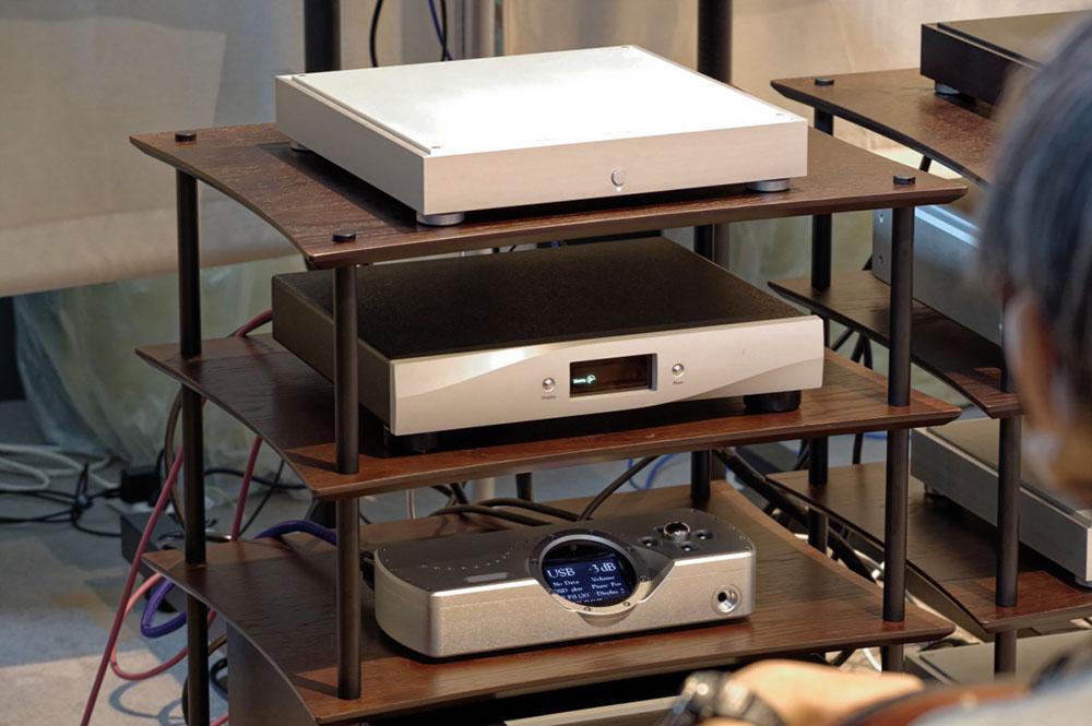 画像: fidata「HFAS1-XS20」をLAN DAC接続したスフォルツァート「DSP-Dorado」を再生。USB DACとの比較試聴も