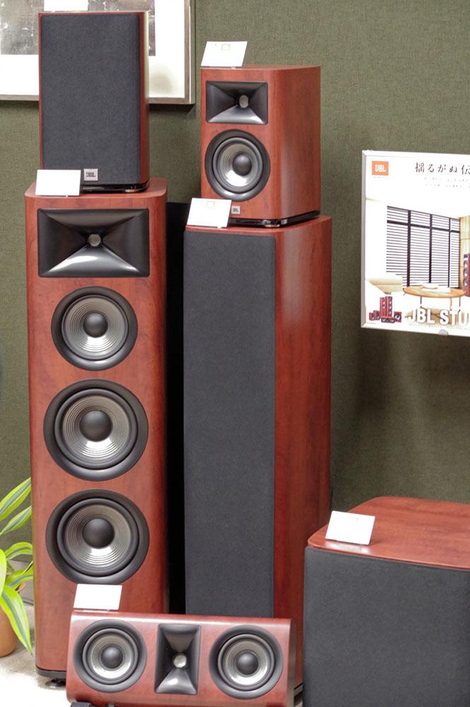 画像: ホームシアターで人気のJBL STUDIOシリーズもラインナップで展示
