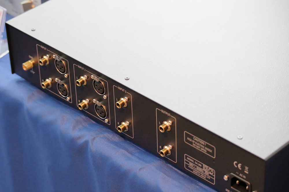 画像: 「EA-350」のリアパネル。入力は3系統で、入力1/2がバランスに対応している