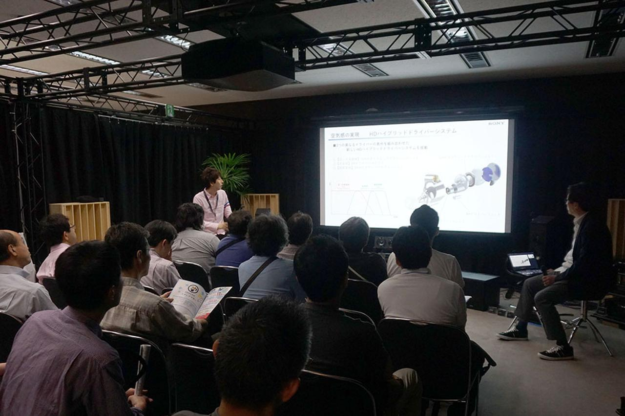 画像: イベントスペースは、開発者の話を聞きたいというファンで満席