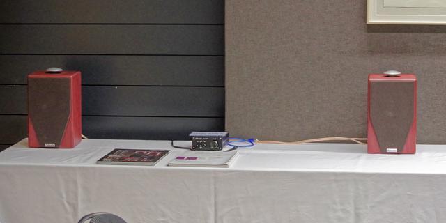 画像: 可愛らしいブックシェルフ「Model45iR」は同社のDAC内蔵アンプ「MODEL1 DDA3」でドライブ