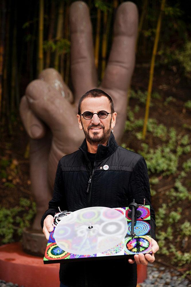 画像: Copyright © 2018 D&M Holdings Inc. All Rights Reserved. The Peace & Love Turntable ? 30 year-Anniversary for Ringo Starr & His All-Starr Band