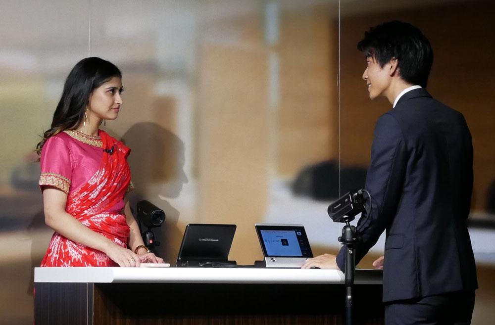 画像: ヒンディー語を話す人との対話デモ。かなり正確に翻訳していた