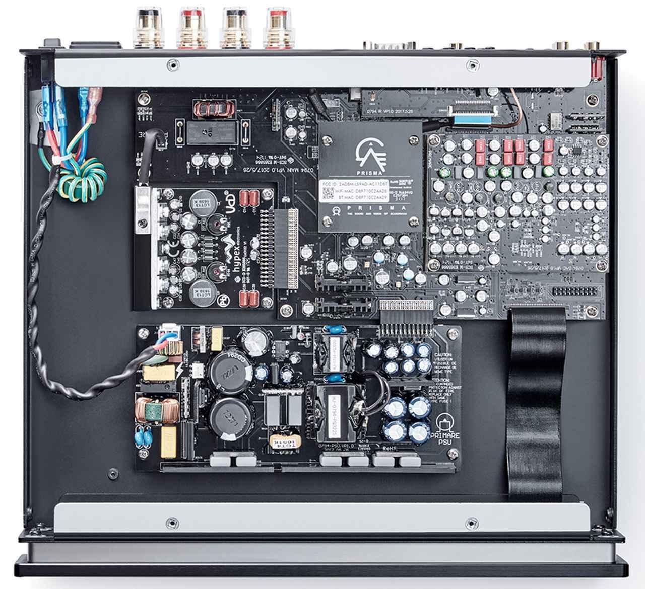 画像: ↑精巧に造り込まれたI15 PRISMAの内部の様子。Hypex社の特別仕様のアンプモジュールを採用。電源はディスクリート構成とし、急激な変化に対しても安定した電源を提供する。またDAC部には旭化成エレクトロニクス社の高性能32ビット2ch素子、AK4490EQを搭載する