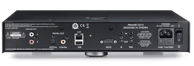 画像: CD15 PRISMA ↑必要最小限の端子に絞ったCD15 PRISMAの背面。I15 PRISMAと同様に、ネットワークならびにUSBメモリー再生では、192kHz/24ビット/PCM、5.6MHz/DSDまでのハイレゾ音源をフォローする。また脚部がフロント側2点、リア側1点の3点支持となることもシリーズ共通の特徴で、素材はアルミにゴムを組み合わせたものとなる