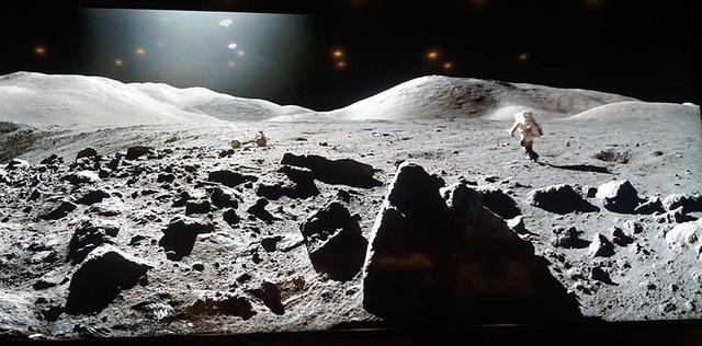 画像: こちらも『月着陸50年 ムーンウォーカーが見た絶景』から。8Kでは月面に宇宙飛行士の足跡がくっきり判別できる (c)NASA