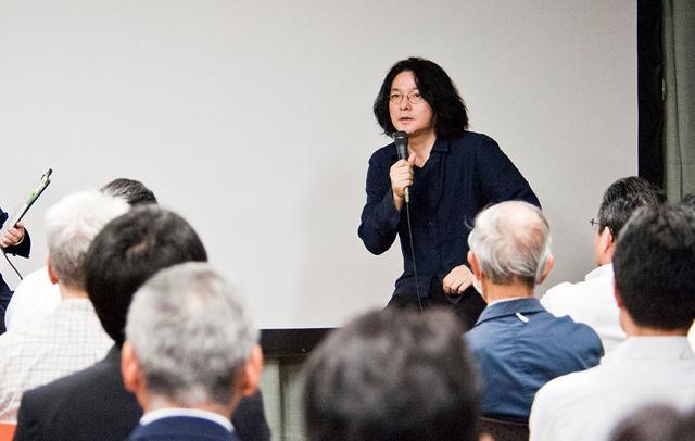 画像: 多くの来場者が岩井さんのお話に耳を傾けていた