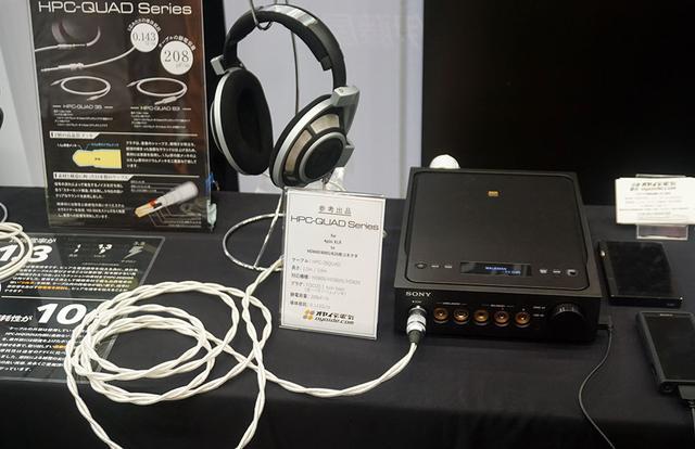 画像: HPC-QUADシリーズの4ピンXLRコネクター搭載バランスケーブルを使ったデモ