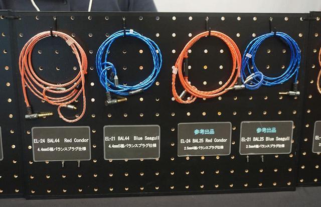 画像: ZEPHONEのリケーブル。左は発売澄みモデルで、右のふたつが参考出品のアイテム