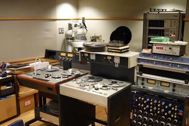 画像: 2台のSTUDERを用意して作業をスタート。右がA80、左がA820