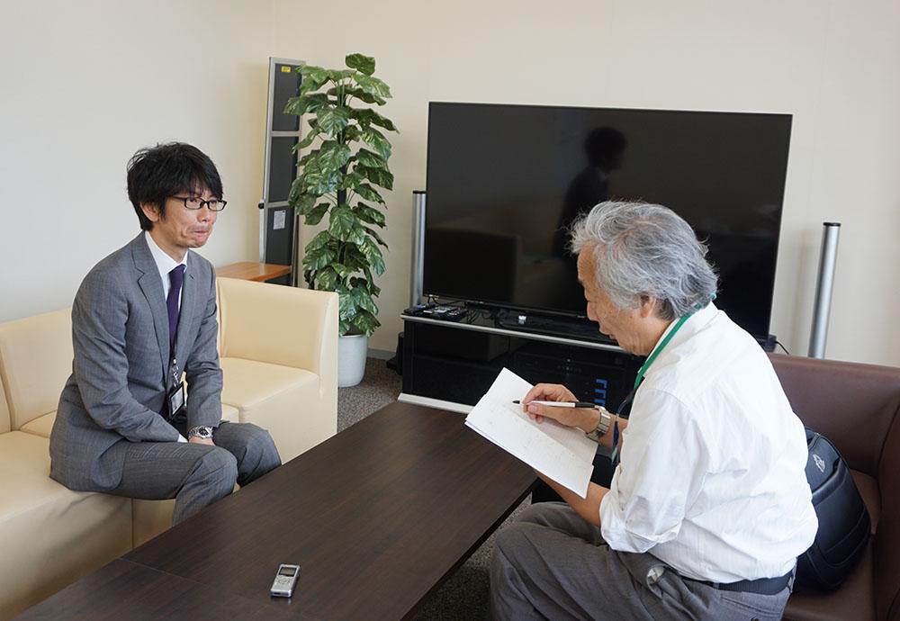 画像: 渋谷のNHKにお邪魔して、坂本さんにインタビューを実施。麻倉さんとおふたりで、映画談義で盛り上がっていた