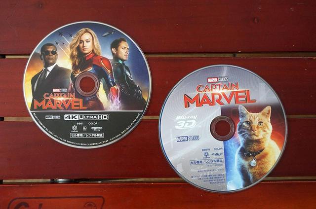 画像: 今回視聴した『キャプテン・マーベル』のUHDブルーレイ(左)とブルーレイ3D(右)