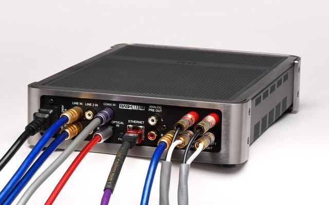 画像: 今回の取材時の接続は上の接続図の通り。ユニバーサルプレーヤーとしてパイオニアのUDP-LX800を使い、オーディオアンプとしての基本性能をまずチェック。さらにRoonおよびDLNAのハイレゾ再生を確認しつつ、サブウーファーを追加。後述する「Auto Blend」機能を確認したのち、LX800の同軸デジタル出力を本機に入力、AV再生も試している