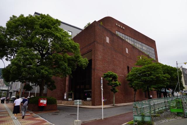 画像: 会場は長崎新聞文化ホール・アストピア。長崎電気軌道1号系統(路面電車)の茂里町駅前にあります!