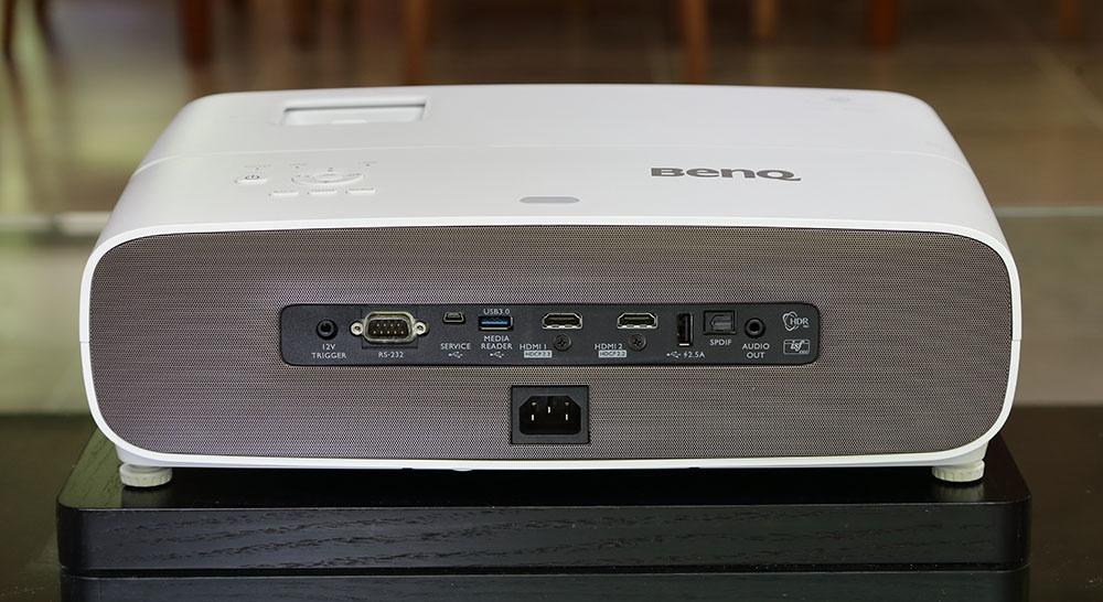 画像: 4K/HDCP2.2対応のHDMI入力を2系統備えており、チューナーやHUDブルーレイなどをダイレクトに接続可能