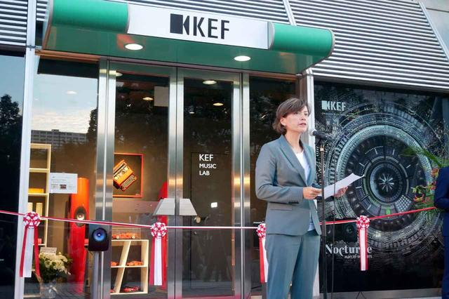 画像: KEF Music Laboratoryのコンセプトを紹介する、KEF Japan 代表取締役社長のグレイス・ロー氏