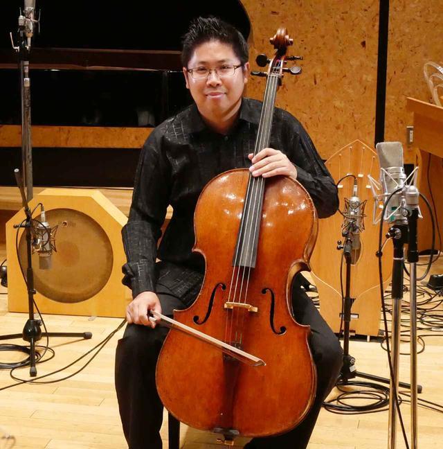 画像: チェロ奏者の辻本玲氏。楽器は1724年製のアントニオ・ストラディヴァリウスだ