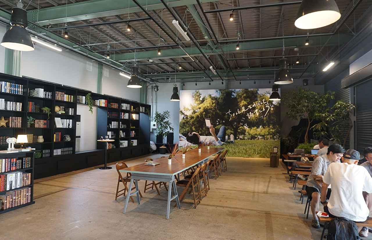画像: SHARE GREEN MINAMIAOYAMAの店内には多くの紙の書籍も並べられている