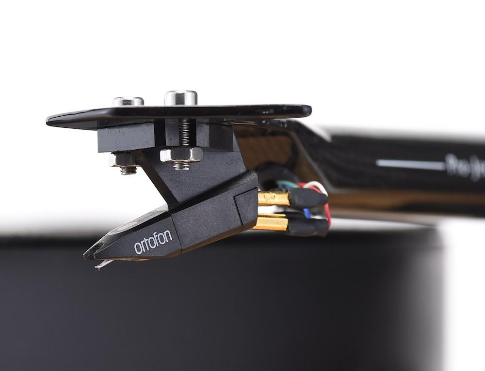 画像: オルトフォン製のMM型カートリッジOM10を付属。
