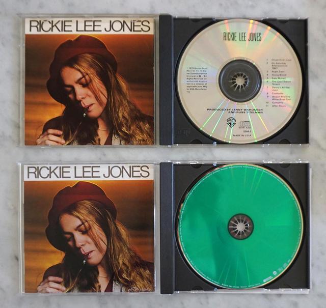 画像: 上は従来のCDで、下が今回発売されたMQA-CD。MQA-CDの表面には緑の特殊塗料がコーティングされている
