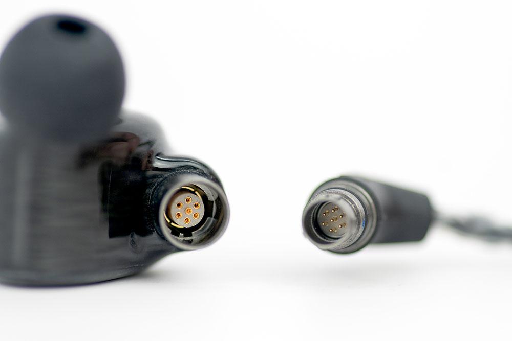 画像: コネクターは7ピンタイプを採用し、確実な接続を可能にしている