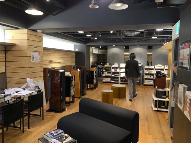 画像: キャビン大阪屋の2階以上のフロアには、入門用からハイエンドまで、あらゆるオーディオ機器がずらりと並んでいる www.osakaya.com
