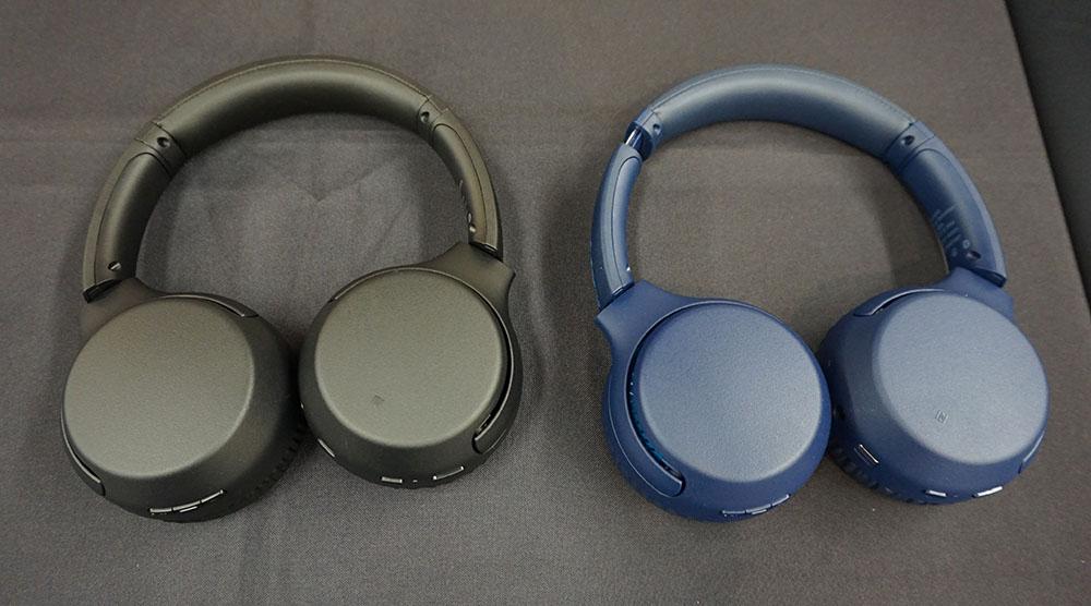 画像: オンイヤー型の「WH-XB700」。こちらもブラックとブルーをラインナップする