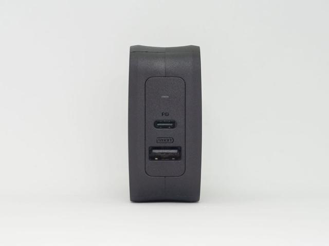 画像: 出力は、USBType-C、USBType-Aの2ポートを備える