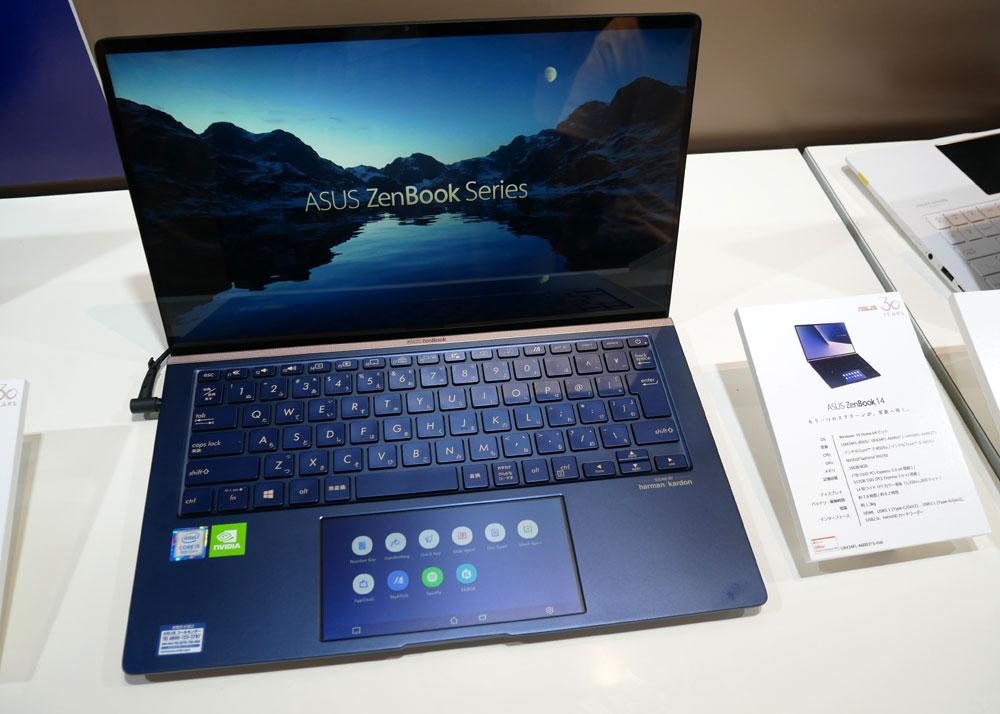画像: ASUS ZenBook14。手前側のサブディスプレイに、web画面やSNSを表示することもできる