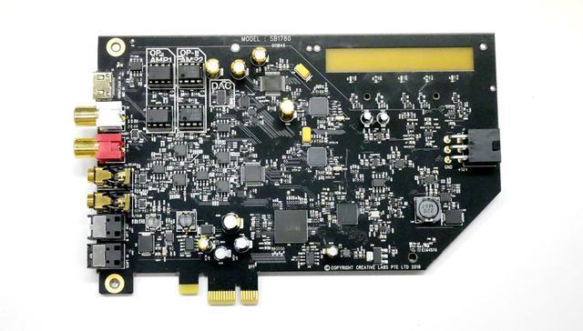 画像: AE-9の旧仕様の基板。PCI Express電源用コネクター周りの回路が、本製品とは全く異なっている
