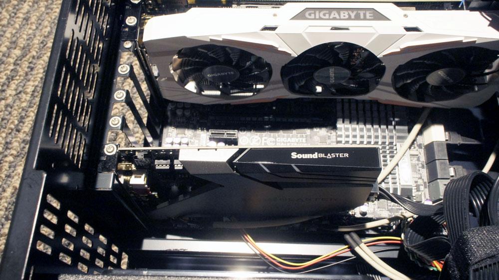 画像: 自前のパソコンの筐体内に装着したAE-9。電源を含めて接続はよく確認しよう