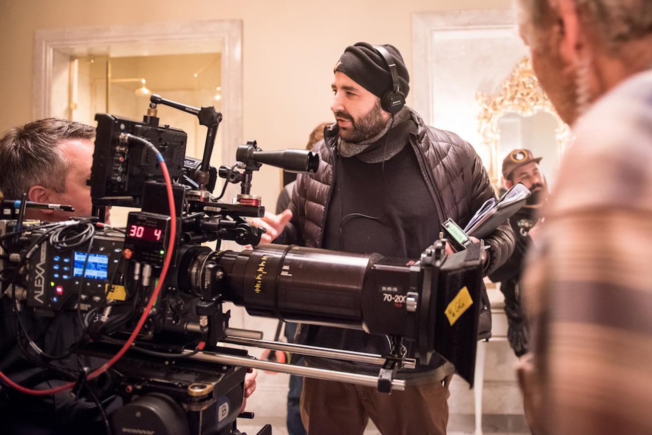 画像: 中央がアンソニー・マラス監督。本作が長篇映画デビューとは信じがたいほどの腕前を見せている